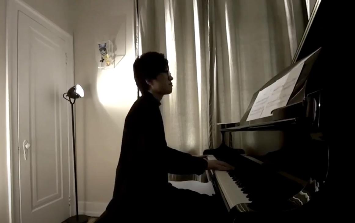 Kimihiro Yasaka performing the miniaturs 4-6